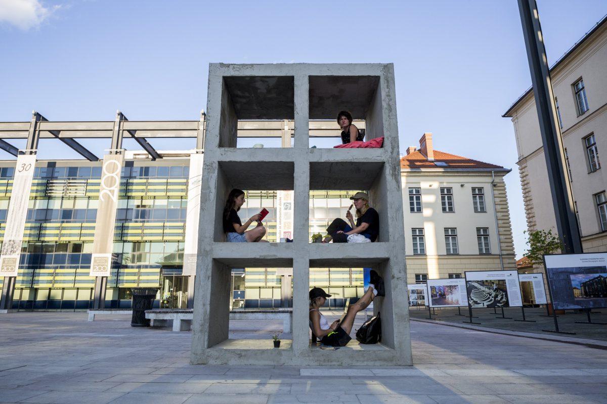Kvadratni-Meter-Spomenik_2500px_FOTO_Nejc-Trampuz_IMG_6074